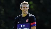 Wenger: Làm sao tôi quên được Van Persie (!?)