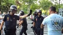 Fan Man City bị cảnh sát Tây Ban Nha đánh đập túi bụi