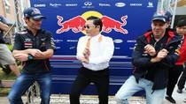 Clip: PSY dạy nhà vô địch F1 nhảy Gangnam Style