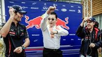 Ảnh độc đáo: Nhà vô địch F1 Sebastian Vettel học Gangnam Style