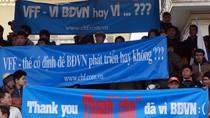 Những tấm băng rôn 'bất hủ' của cổ động viên Việt Nam