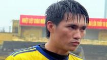 Fan xứ Nghệ đội mưa xem Công Vinh