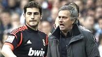 Casillas không thèm nhìn mặt Mourinho