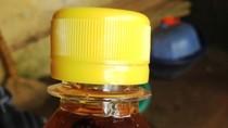 Người tiêu dùng quá dễ dãi với chai trà C2 chứa 5 con ruồi?