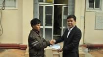 Vụ nổ xe: Quỹ Tấm lòng Việt Nam trao quà tặng cho cháu bé