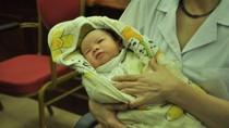 Trẻ sơ sinh bị bắt cóc: Gia đình cháu bé yêu cầu bồi thường 120 triệu