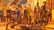 Ảnh: Điều tra vụ đốt xe khiến nhiều người kinh ngạc trên phố Đội Cấn