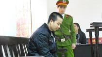 Video: Đặng Trần Hoài bước ra xe bịt bùng trong tiếng gào khóc của vợ
