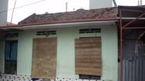 Hà Nội: Côn đồ vào truy sát cả nhà, hàng xóm quây quần xem