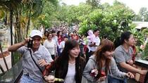 Những nụ cười lạc lõng trong lễ tang Wanbi Tuấn Anh