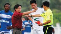 Sẽ kỷ luật Phó chủ tịch CLB Thanh Hóa chỉ mặt, quát trọng tài