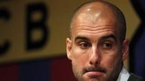 Góc ảnh: Guardiola như 'chết đứng' trong ngày nói lời chia tay Barca