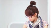 Trổ tài stylist: Quàng khăn điệu đà cho những chiếc váy mùa hè