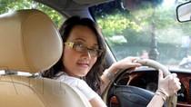 Vân Dung: 'Người dân không thừa tiền mua ô tô để đi... đánh võng'!