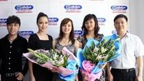 Á hậu Ngọc Oanh trao giải thưởng cho 'Nữ sinh trong mơ' tháng 4