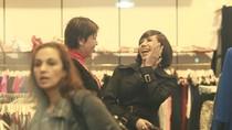 Long Nhật mặc đồ phụ nữ đi mua sắm cuối năm