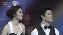 Ngọc Oanh 'vờn' Nathan Lee