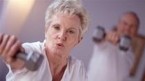 Vì sao phụ nữ sống thọ hơn nam giới?