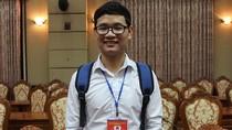 Thủ khoa Đại học Kinh tế khuyên sinh viên bớt lướt Facebook