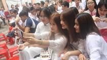 Ảnh: Khoảnh khắc tri ân và trưởng thành của học sinh trường Đinh Tiên Hoàng