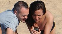 Sau EURO, Iniesta cưới vợ trên bờ biển