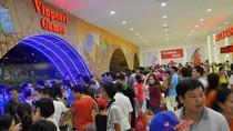 """Cuối tuần, hàng vạn người """"ùn ùn"""" đổ về TTTM ngầm lớn nhất Châu Á ở HN"""