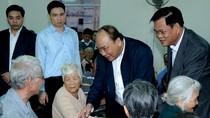 Thủ tướng tặng quà Tết cho bà con nghèo vùng bị thiên tai tỉnh Phú Yên