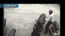"""Video: Giật tung ổ khóa, """"thổi bay"""" SH trong tích tắc"""
