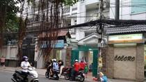 Bị gỡ bảng hiệu, Trung tâm rèn chữ Nét Hoa vẫn ngang nhiên hoạt động