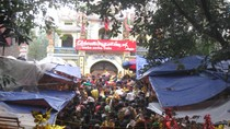 Người dân cả nước nô nức đi lễ bà chúa Kho dịp đầu năm