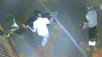 Clip: Hai thanh niên thập thò trộm xe SH, bắn tin đòi tiền chuộc