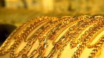 """Sụt giảm giá mạnh, vàng """"bốc hơi"""" 700.000 đồng/lượng"""