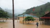 Mưa lớn, miền Tây xứ Nghệ bị cô lập, nhấn trường học trong biển nước