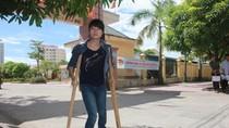 Ước mơ làm dược sỹ của cô bé dân tộc Thổ bị dị tật đôi chân