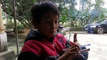 Bé trai 10 tuổi bị tra tấn oan vì công an nghi cháu bắt trộm chim