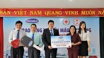 Vinamilk trao tặng xe hiến máu lưu động 1 tỷ đồng