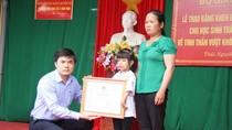 Học sinh khuyết tật chân, tay được Bộ Giáo dục tặng Bằng khen