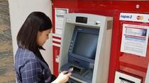 Làm sao để rút tiền miễn phí tại ATM?