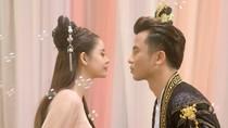 """Trương Quỳnh Anh bị cản """"hôn"""" trai lạ trong teaser MV cổ trang mới"""