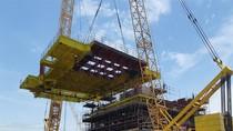 Vietsovpetro lắp dựng thành công sàn Upper Deck giàn Cá Tầm 1