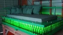 Chiếc giường bằng... vỏ chai bia