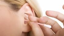 Lấy ráy tai thường xuyên có thể... bị điếc