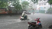 Kinh nghiệm đi xe máy tay ga mùa mưa, lụt