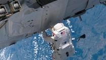 Ảnh: Trên trạm vũ trụ ISS và các chuyến đi bộ ra ngoài không gian
