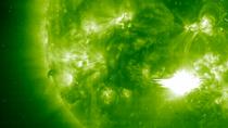 Nghiên cứu mới giúp rút ngắn thời gian cảnh báo bão Mặt Trời