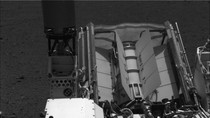 Ảnh: Tàu Curiosity bắn phát laser đầu tiên khám phá địa chất sao Hỏa