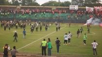 Thêm một vụ bạo loạn sân cỏ kinh hoàng tại Indonesia