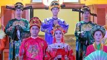 """Cận cảnh """"phò mã"""" cưới """"công chúa"""" trong Hoàng cung Huế"""