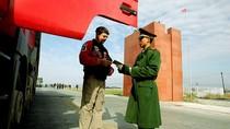 """Trung Quốc tăng cường kiểm tra """"bản đồ bất hợp pháp"""" tại cửa khẩu"""