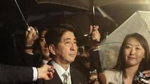 Cựu Thủ tướng Nhật thăm đền Yasukuni: Đổ thêm dầu vào lửa